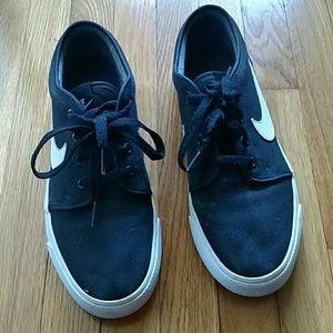 Nike's black tennis shoes, size 8-1/2